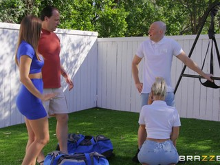 Cheating Havana Bleu fucked by her neighbor behind her husband's back